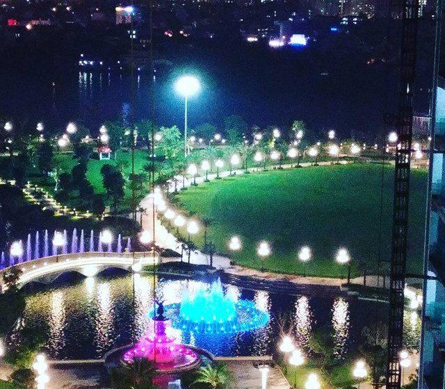 Bất ngờ trước khung cảnh đẹp lung linh về đêm của công viên 500 tỷ ven sông Sài Gòn